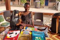 Djeca kada kupe knjige, bilježnice i ostali školski pribor, pokažu sve to don Ivanu4